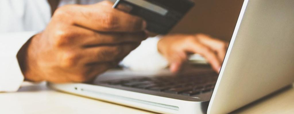 A man used a credit card as his payment method for online shopping.